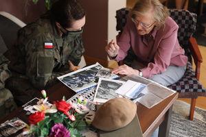 """Terytorialsi z Olsztyna odwiedzili sanitariuszkę """"Isię"""". Opowiedziała żołnierzom o swoich przeżyciach"""