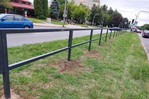 Nowe wygrodzenie w pasie drogowym ma wpłynąć na bezpieczeństwo w Olsztynie