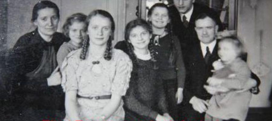 Familiia Rexin w domu (pokoju) przy ul. Żeromskiego nr 10 (6 a) w Neidenburgu, lata 30/40