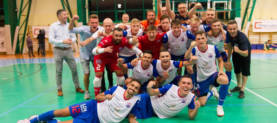 Ekipa Constractu Lubawa tuż po końcowej syrenie meczu z Rekordem Bielsko-Biała, w którym zapewniła sobie awans do finału Pucharu Polski