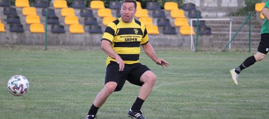 Jedną z bramek dla Osy Ząbrowo w meczu B klasy z Welem Bratian zdobył Maciej Nakonieczny