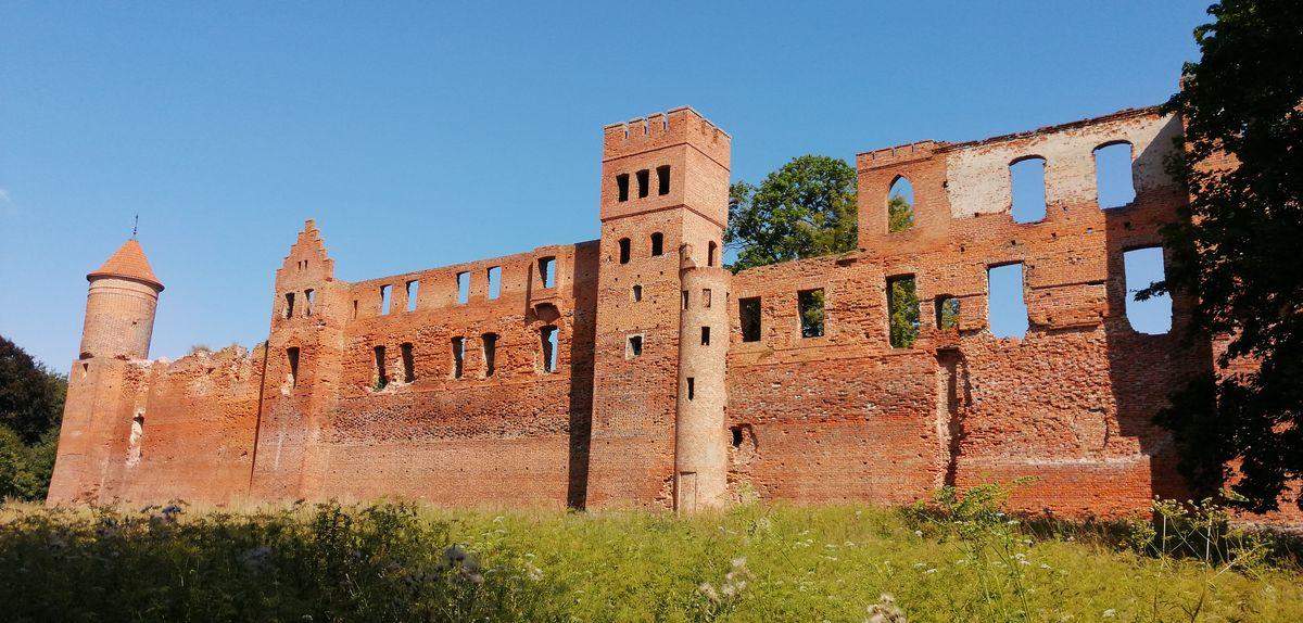 Ruiny zamku w Szymbarku koło Iławy