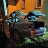 Wypadek w Suszu. Kierowca był zakleszczony w aucie po uderzeniu w słup [ZDJĘCIA]
