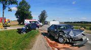 Cztery osoby w szpitalu po czołowym zderzeniu aut koło Bartoszyc [VIDEO]