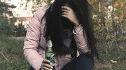 Kobiety zamykają się w domach i piją samotnie
