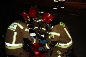 Nocne ćwiczenia strażaków [ZDJĘCIA]