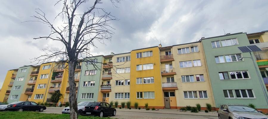 Mieszkanie ze służebnością znajduje się w tym bloku