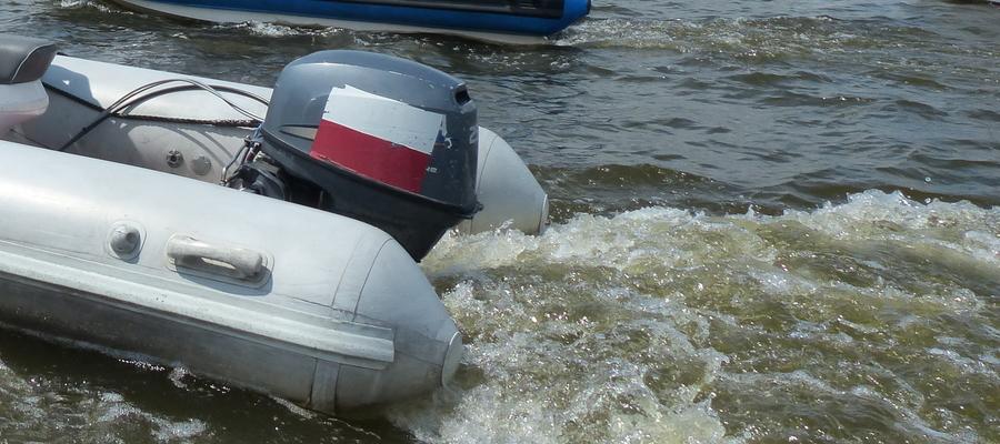 Zdjęcie ilustracyjne — motorówki na Jezioraku