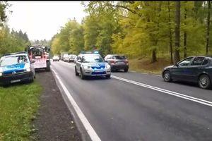 Policja eskortowała rodzącą kobietę. Rolnicy w czasie protestu zrobili korytarz życia [VIDEO]