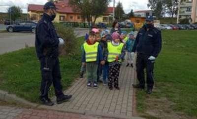 Bezpieczna droga do przedszkola. Spotkanie z policjantami w Słonecznym Zakątku