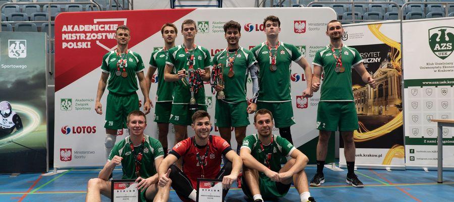 Brązowi medaliści akademickich mistrzostw Polski w Krakowie - siatkarze AZS UWM Olsztyn