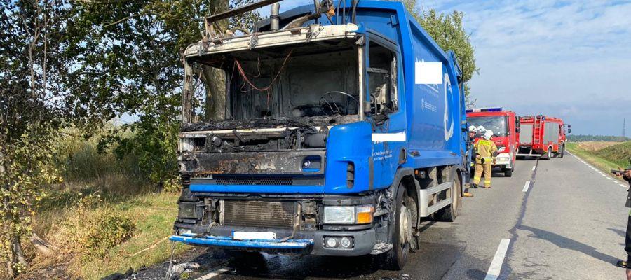 Śmieciarka spłonęła na DK 15 pod Ostródą