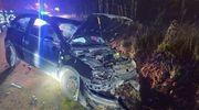 Pijany kierowca wjechał w skarpę, jeden z pasażerów w szpitalu