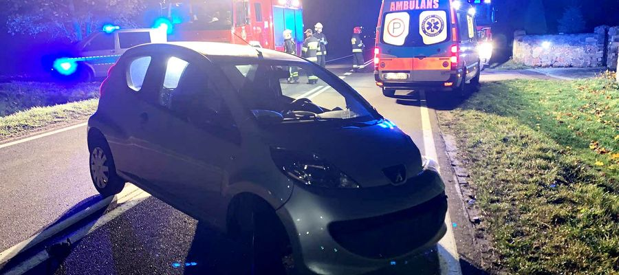 """76-letni kierowca Peugeota """"ściął"""" łuk i uderzył w Audi"""