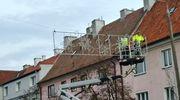 Będzie jaśniej na głównych ulicach miasta, trwa montaż dekoracji świątecznych
