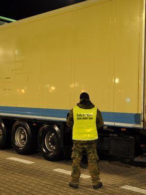 Naczepa warta 100 tys. zł zatrzymana na granicy