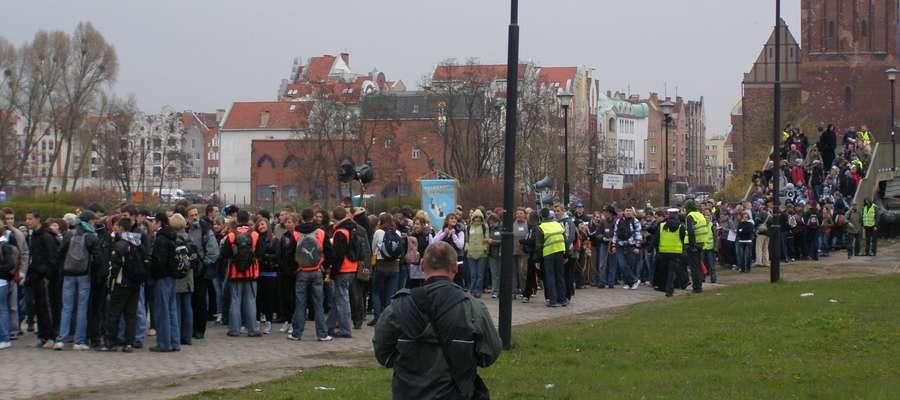 Pielgrzymi wyruszają do Świętego gaju sprzed elbląskiej katedry