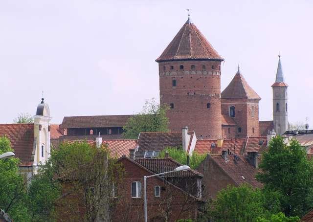 Reszel: zamek z disnejowska wieżą - full image