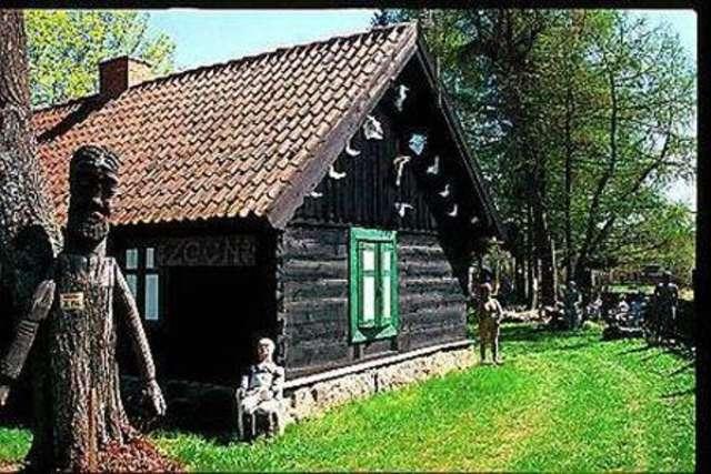Zgon: drewniana wieś - full image