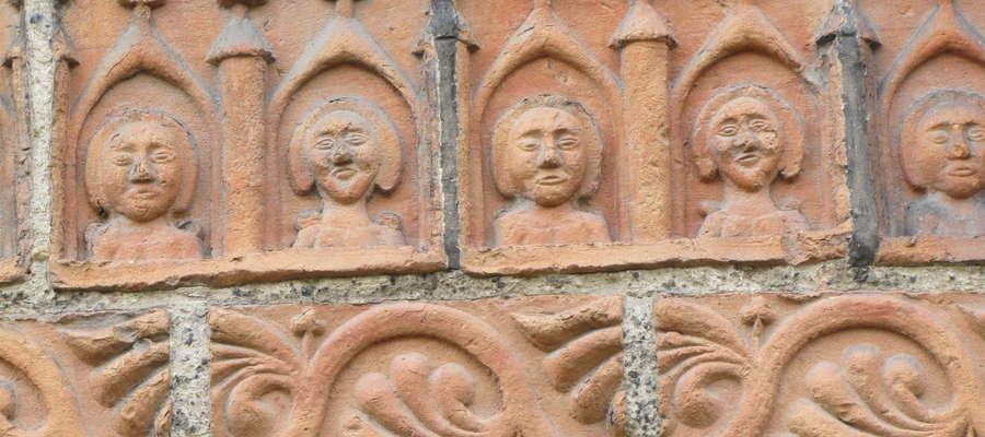 Fragment zdobienia na kościele św. Jana Chrzciciela i Jana Ewangelisty w Ornecie