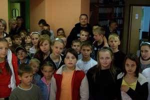 Szkoły skurczyły się do 3 klas. Przewodnicząca uciszała radnych dzwonkiem