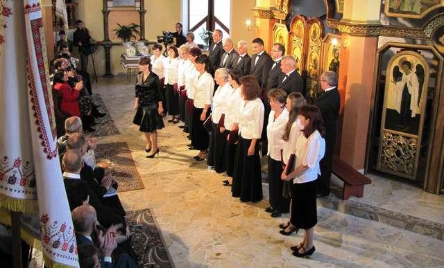 Chór Kamerton śpiewa w giżyckiej cerkwi - full image