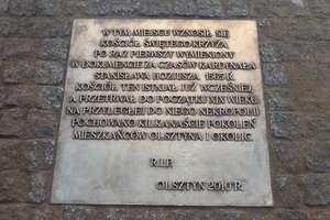 Olsztyński ratusz stoi na cmentarzu