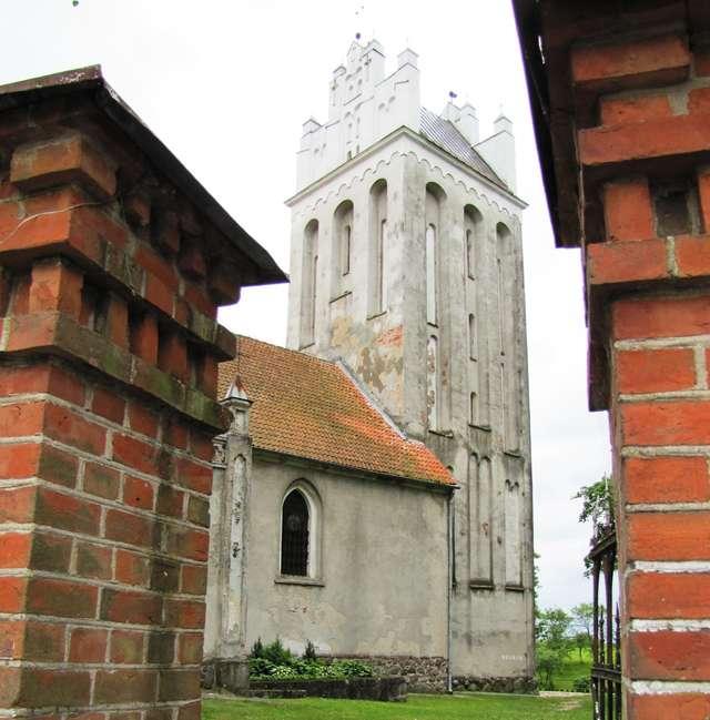 Babiak: gotycki kościół z XIV wieku - full image