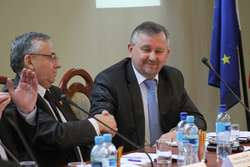 Sławomir Jezierski (z lewej) i Maciej Romanowski nadal będą pełnili najważniejsze funkcje w zarządzie powiatu elbląskiego