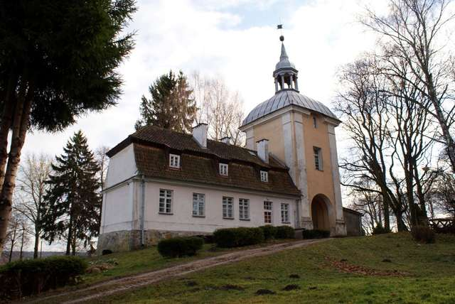 Wieża bramna pałacu w Smolajnach - full image