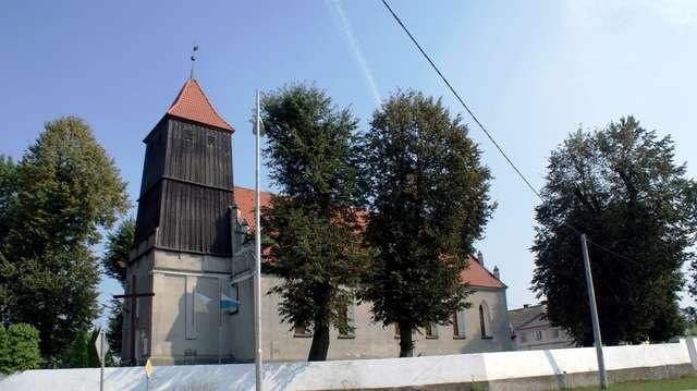 Nawiady: kościół z początku XVII wieku - full image
