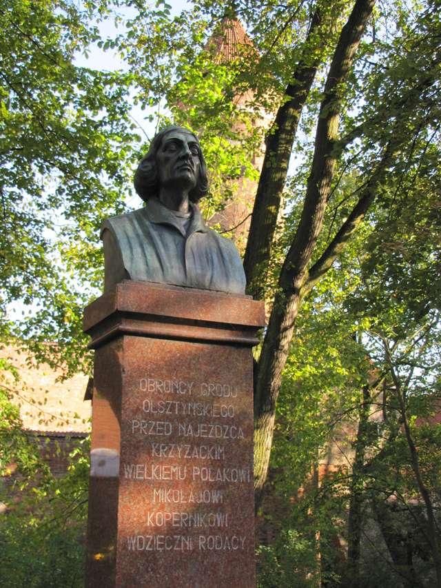 Olsztyn: pomnik Mikołaja Kopernika - full image
