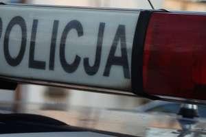 Młody mężczyzna znaleziony martwy na ulicy. Czy przyczyną zgonu było zamarznięcie?