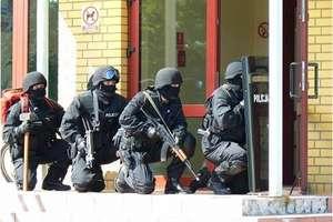 Ćwiczenia antyterrorystów w Barczewie. Sąd uznał, że nie trzeba było zwalniać dyrektorki