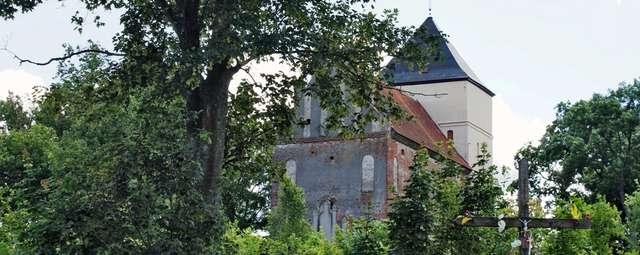 Bezławki: kościół z legendą o świętym Graalu - full image