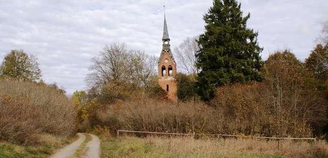 O istnieniu Małgi przypomina już tylko kościelna wieża - full image