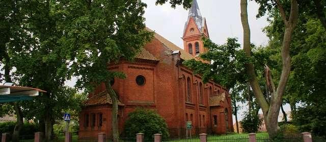 Warpuny: kościół ewangelicki z 1882 roku - full image