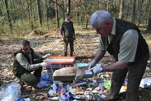 Nie ma reguły, w lasach śmiecą wszyscy. Kary mogą być bardzo dotkliwe