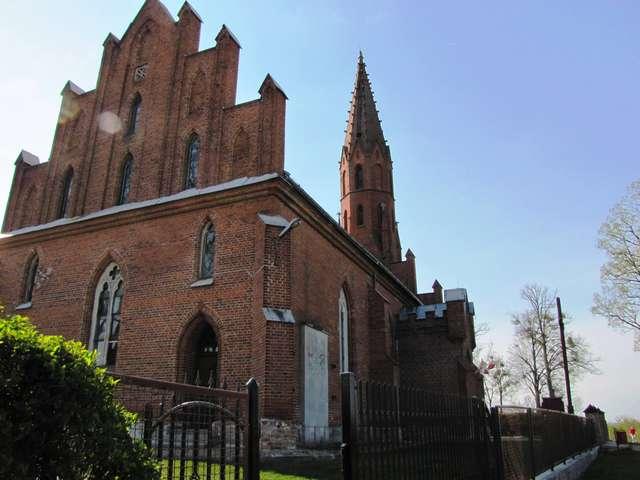 Słobity: kościół Dohnów - full image