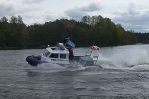 Tragedia nad jeziorem: Zwłoki pływały przy kładce. W ciągu doby utonęło 6 osób!
