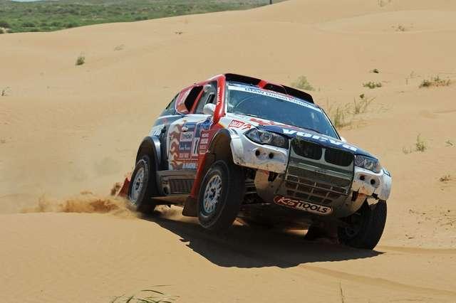 Krzysztof Hołowczyc jest bliski wygrania Silk Way Rally.