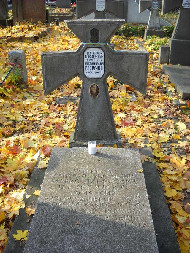 Grób gen. Marka Bezruczki z armii Ukraińskiej Republiki Ludowej na cmentarzu prawosławnym w Warszawie