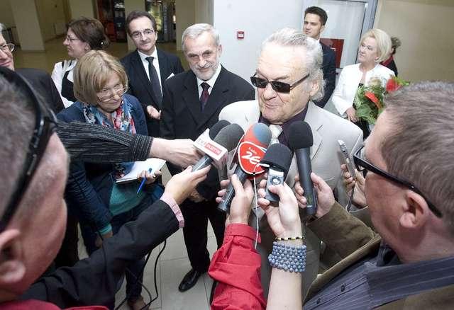 Jerzy Skolimowski doktorem honoris causa UWM. Film i zdjęcia! - full image