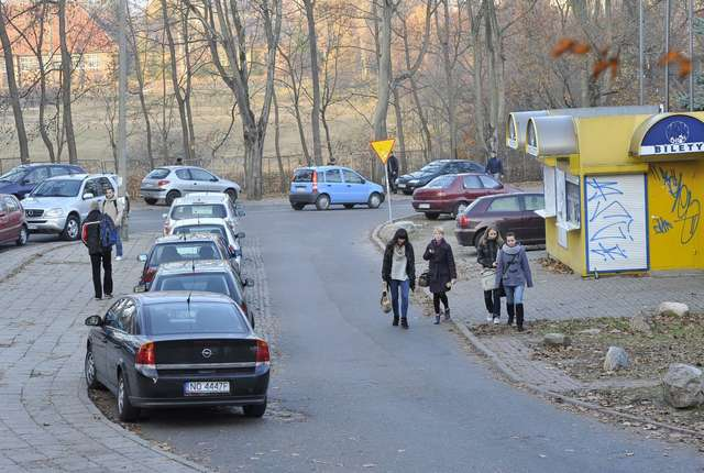Płatnej strefy parkowania dla studentów nie będzie - full image