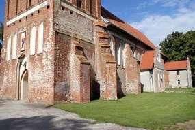 Kościół z XIV wieku w Sątocznie