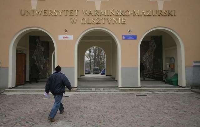 Bez politologii i filologii polskiej na UWM-ie na studiach niestacjonarnych - full image
