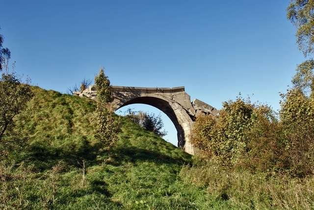 Most jest ruiną od września 1945 roku - full image