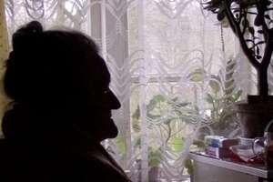 83-latka wpuściła do domu obcą kobietę. Po jej wyjściu zginęło ponad 70 tys. złotych