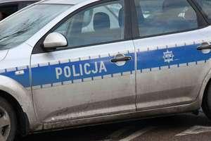 Zderzenie trzech aut na DK 16. Kierowca mercedesa w szpitalu