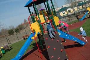 Zakaz korzystania z placów zabaw, siłowni zewnętrznych i plaż